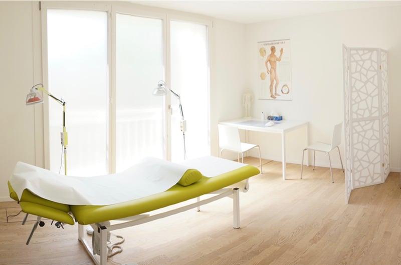 9 Palaces TCM Praxis Behandlung 2 Kleinstadt 6 Brunnen Schwyz